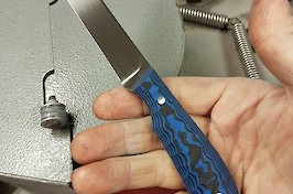 A Pro Guide commissioned in Sanvik 14C28N and black/blue G10